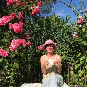 Brigitte im Garten